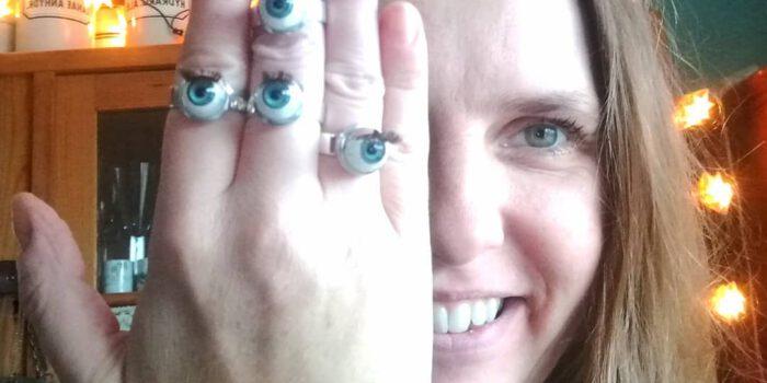 Carakess Augenringe aus Silber und Puppenaugen